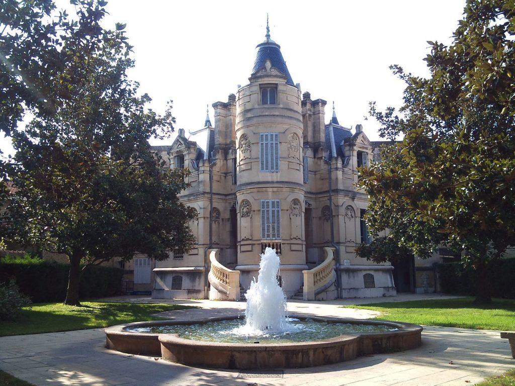 Salon de Provence situé à 35min de la Résidence de vacances Fontenelle